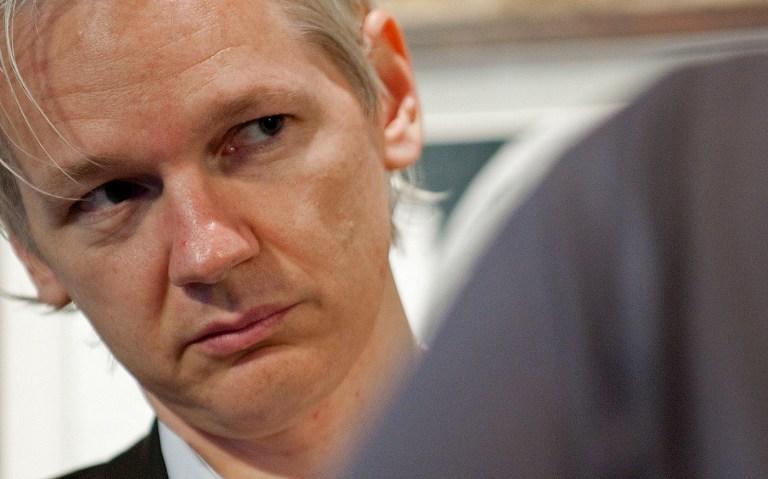 Джулиан Ассанж пробудет в посольстве Эквадора еще шесть месяцев