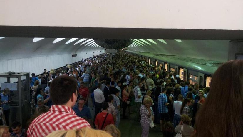 В московском метро в час пик снова застрял поезд с людьми