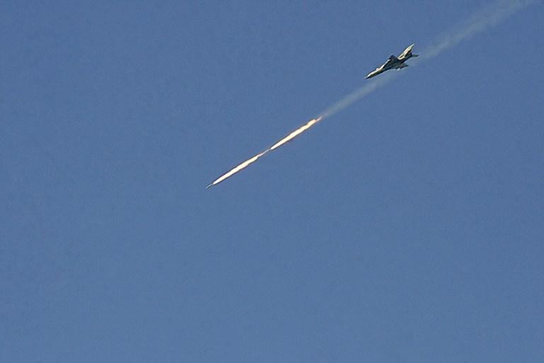 Сирийские самолеты провели первую атаку на границе с Ливаном