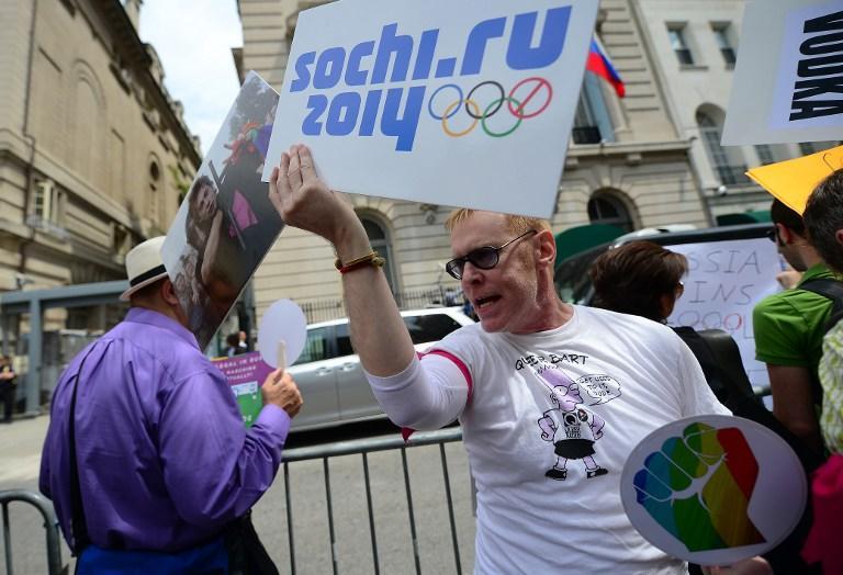 Мировые СМИ: Запад озабочен положением геев в России, но не поддерживает идею бойкота Олимпиады в Сочи
