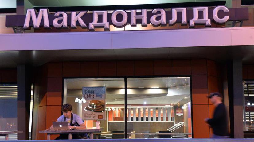 Не только Роспотребнадзор: Московские посетители McDonald's недовольны несвежим мясом и мухами