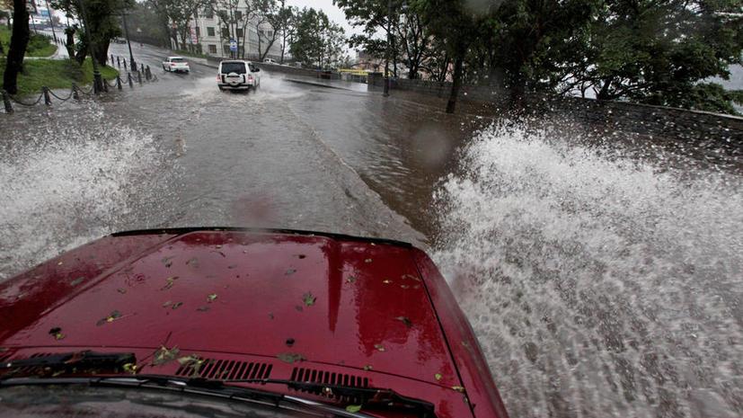 В Москве ливень заблокировал дороги