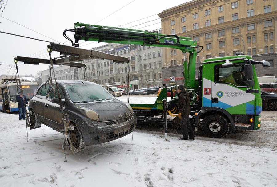 В Думе предложили звонить водителям-нарушителям перед эвакуацией их машин