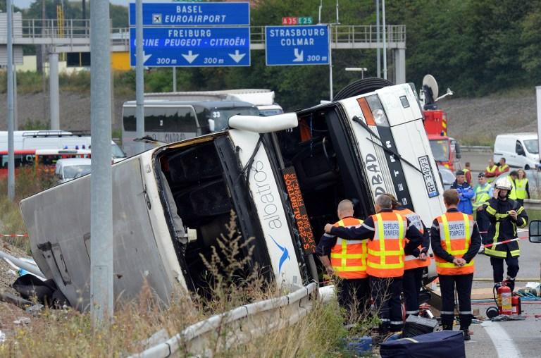 Во Франции перевернулся автобус с российскими туристами: 20 человек пострадали