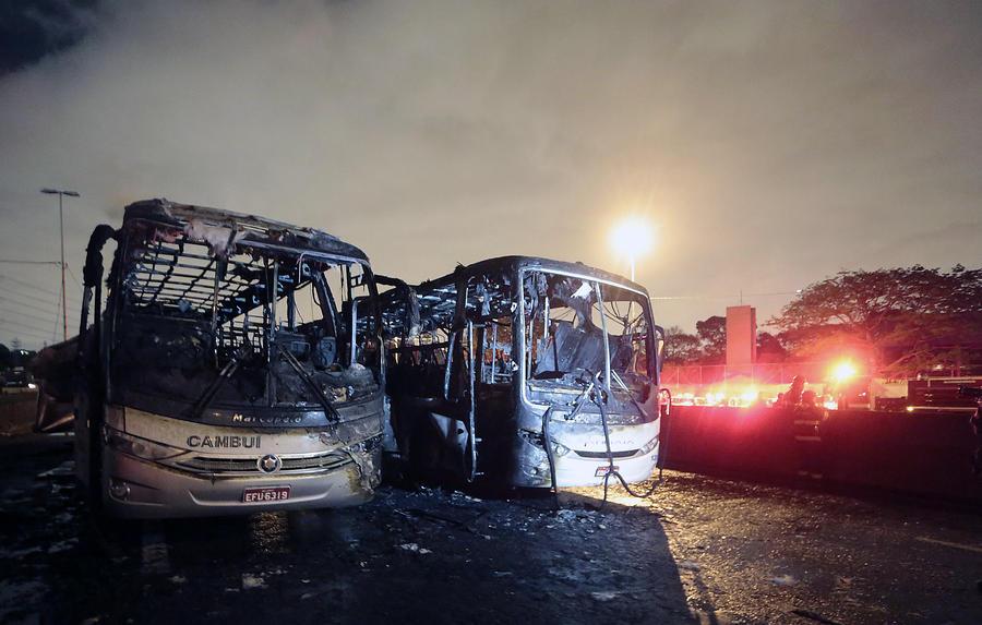Из-за случайной гибели подростка в Бразилии начались массовые беспорядки