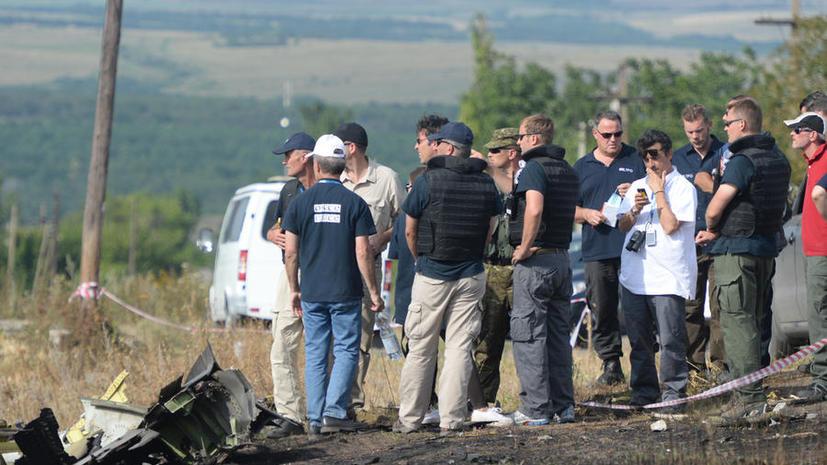 Охраняющие обломки Boeing 777 эксперты и ополченцы вновь попали под огонь силовиков