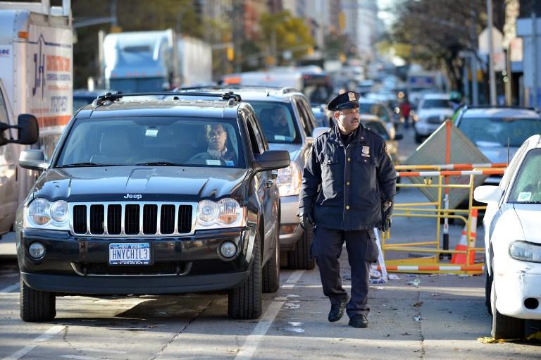 Полицейские Нью-Йорка взыскали со сбитого пьяницы штраф за разбитое стекло