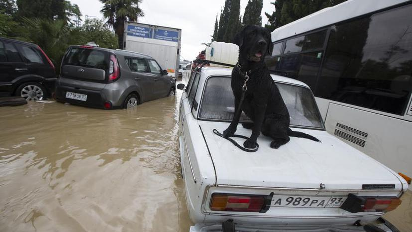 Разгул стихии в Сочи: вода постепенно убывает из затопленного ливнями города