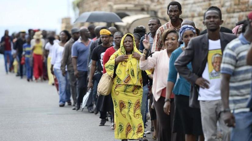 Сотни жителей ЮАР прорвали оцепление полиции, чтобы попрощаться с Нельсоном Манделой