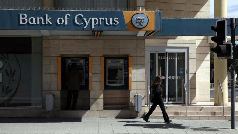 Центробанк Кипра запретил своим банкам все переводы и платежи