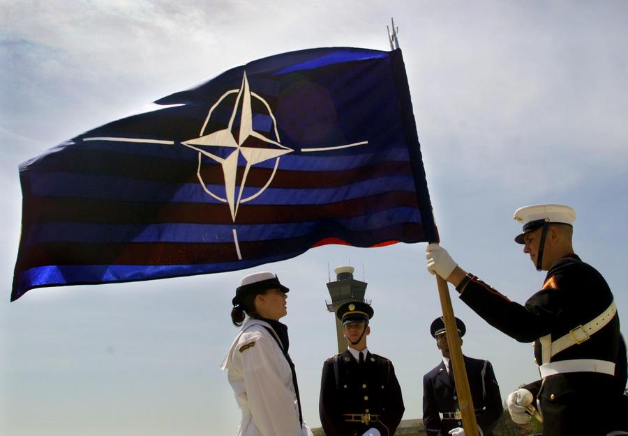 Эксперт: Рассказами об «устрашающих» действиях РФ США «выбивают» деньги из других членов НАТО