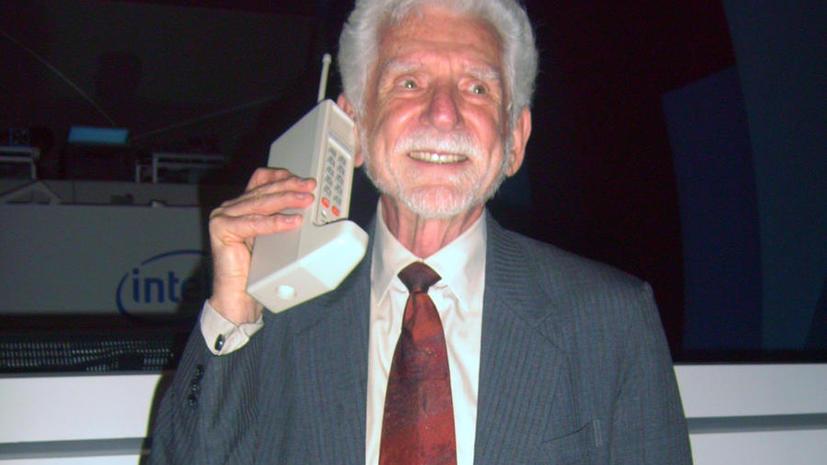 Полтора килограмма у уха: сегодня исполнилось 40 лет мобильному телефону
