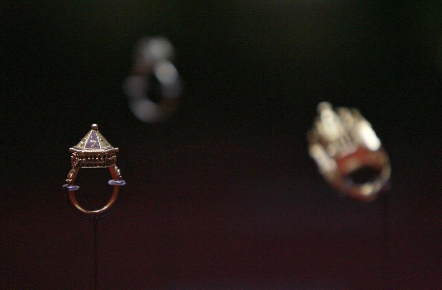 Французская полиция отыскала украденное золото эпохи Меровингов
