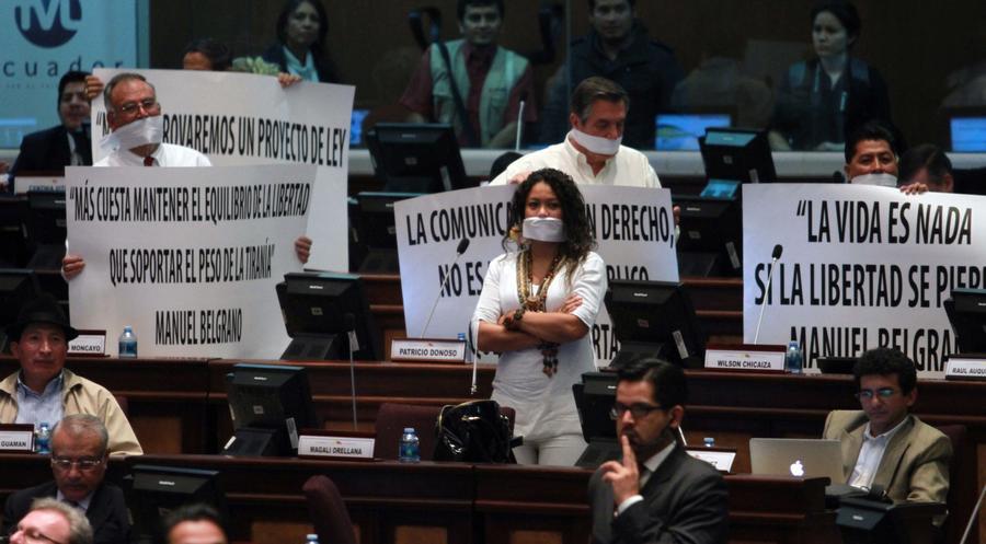 В Эквадоре одобрен «закон-кляп» о контроле над СМИ