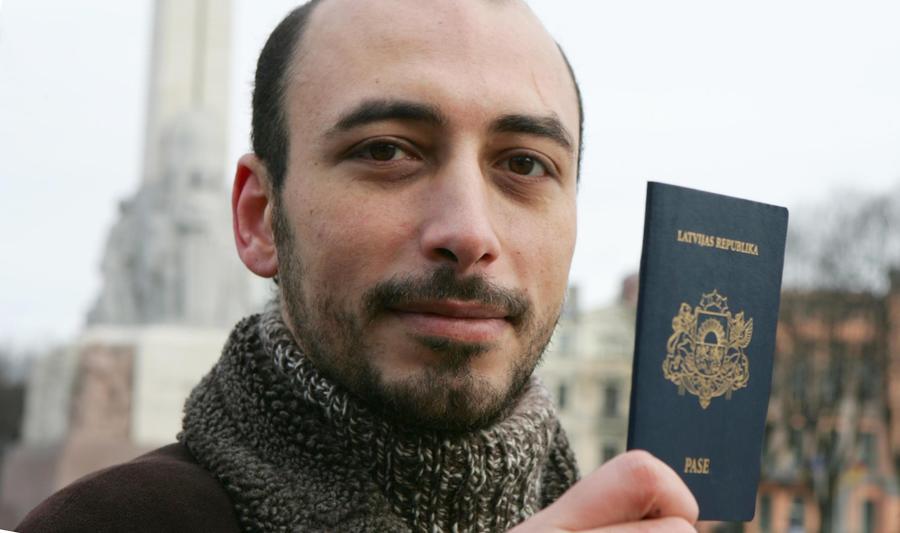 Русским в Латвии отказали в праве иметь двойное гражданство