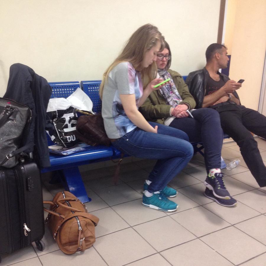 Группа россиян осталась в аэропорту Одессы из-за отказа властей пустить их в страну