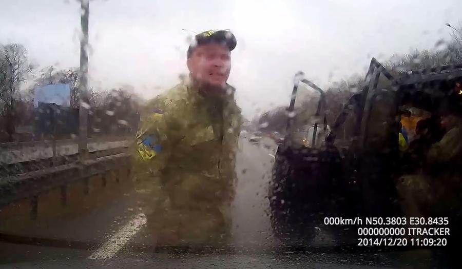 Проводы «героев Украины» превратились в драку и возмутили блогеров
