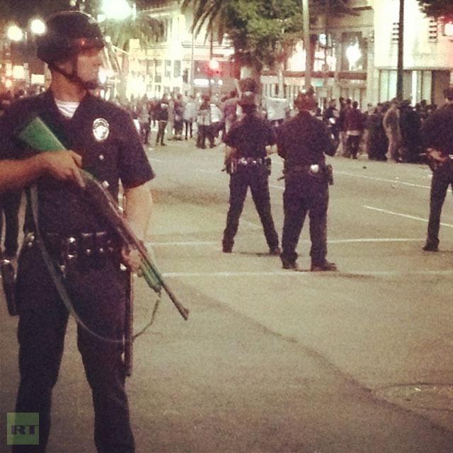 Полиция разогнала толпу в Голливуде