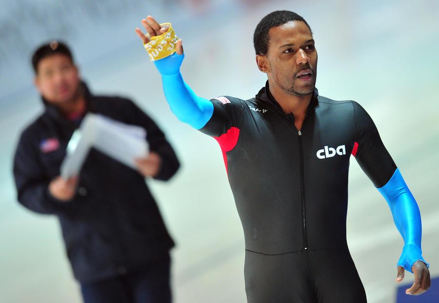 Причиной поражения конькобежцев из США на Олимпиаде в Сочи признали неудобные костюмы