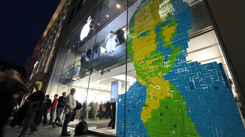 Стив Джобс приложил руку к двум следующим моделям iPhone