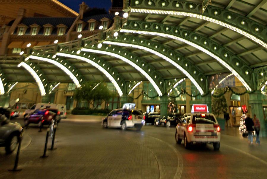 Таксист из Лас-Вегаса вернул пассажиру забытые им $300 тыс.