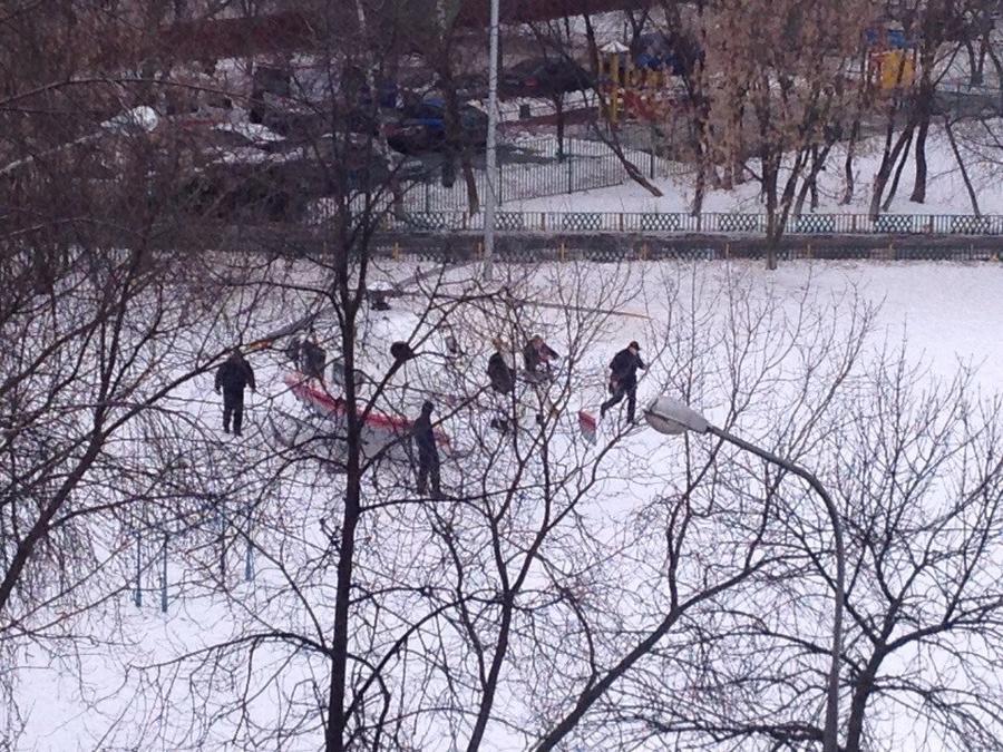 В московской школе мужчина расстрелял сотрудника полиции и захватил школьников в заложники