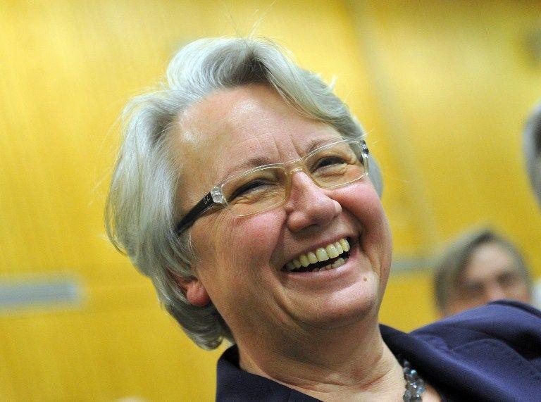 Министра образования ФРГ лишили ученой степени за плагиат