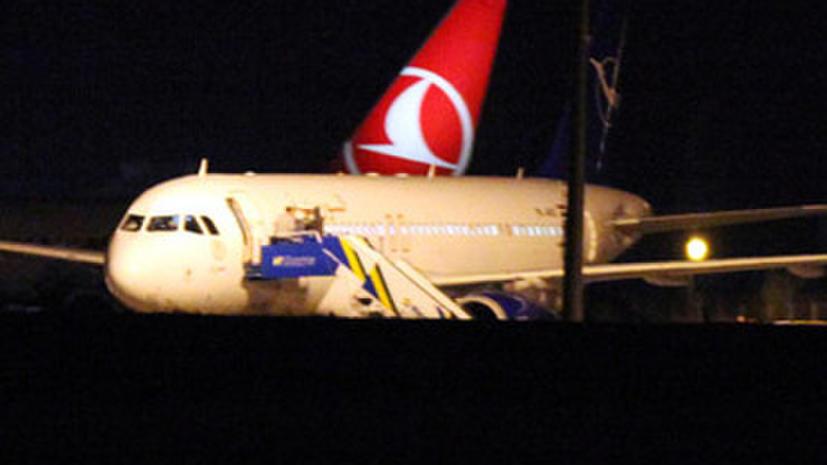 Пассажиры задержанного в Турции самолета подверглись насилию