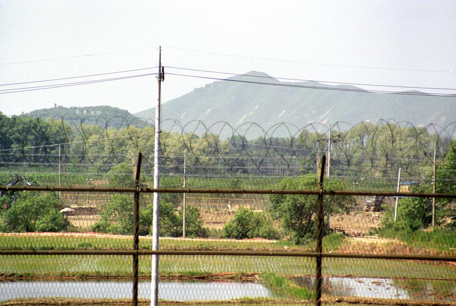 СМИ: КНДР и Южная Корея обменялись артиллерийскими залпами на границе