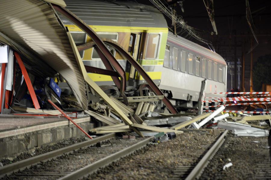 Причиной крушения поезда во Франции стала неисправность стрелочного механизма