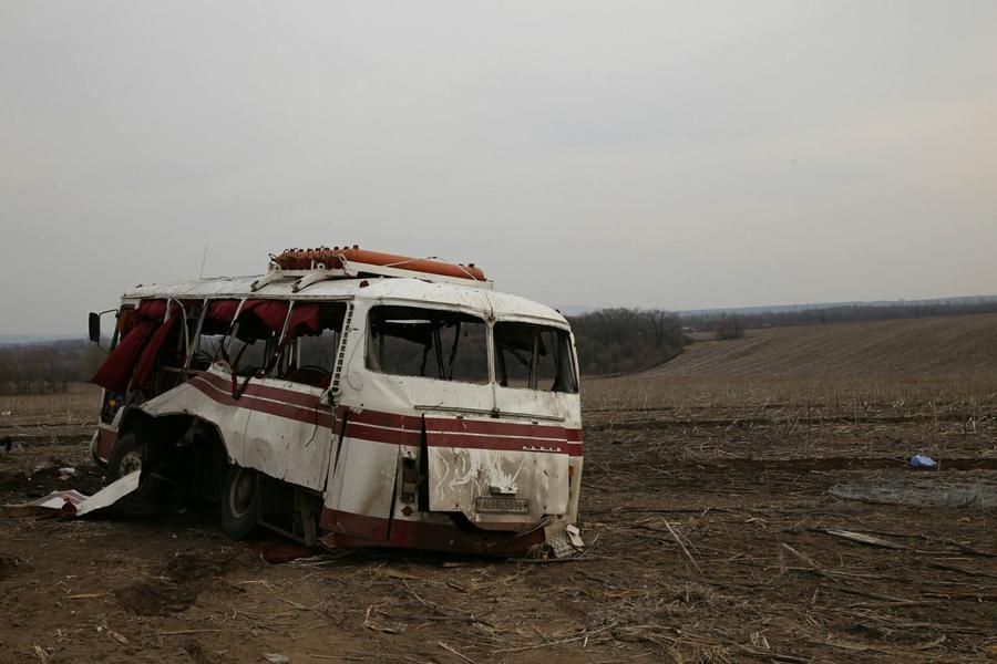 МВД Украины возложило вину за подрыв автобуса на мине в Донбассе на водителя