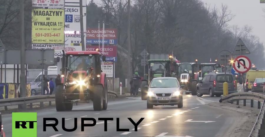 Тракторы в Варшаве: польские фермеры требуют увеличить компенсацию ущерба от российского эмбарго
