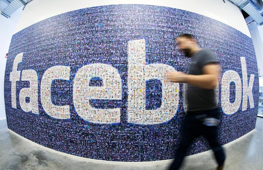Британец решил лично встретиться с каждым из 730 своих друзей в Facebook