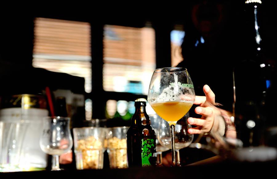Век без алкоголя: жители канадской деревни требуют вернуть выпивку в магазины