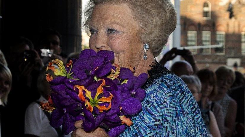 Королева Нидерландов отрекается от престола в пользу старшего сына