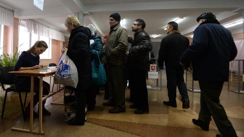 Власти Крыма: Участники референдума выстраиваются в очереди на избирательных участках