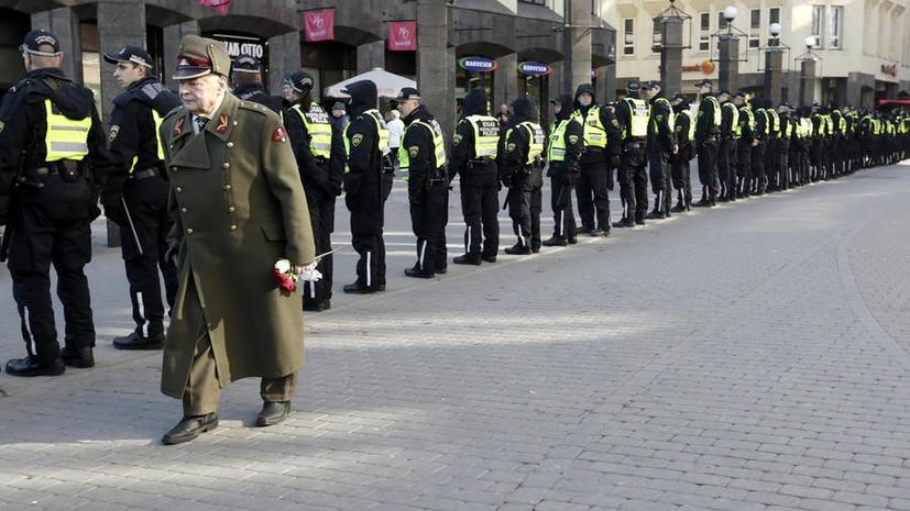 Израильский историк: Запад закрыл глаза на нацистские марши в Прибалтике