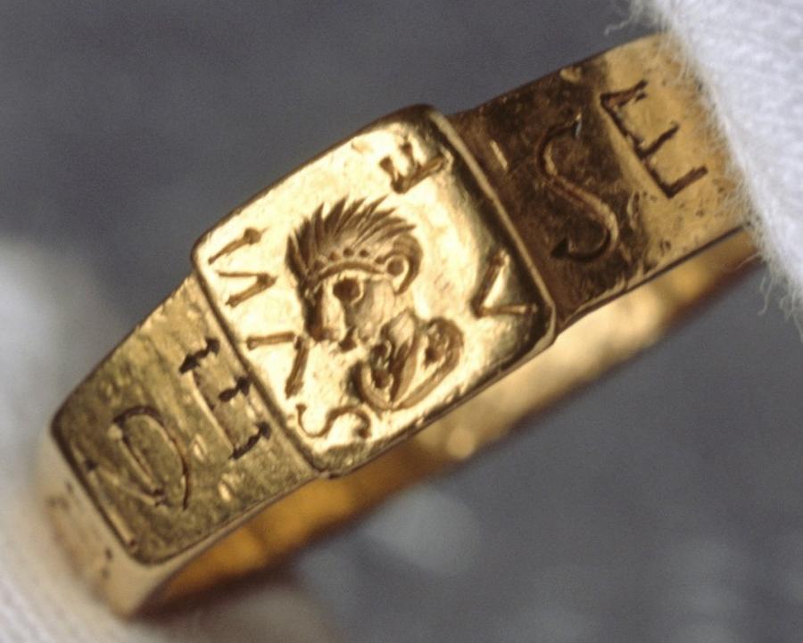 В Англии выставлено кольцо, вдохновившее Толкина на написание «Хоббита»