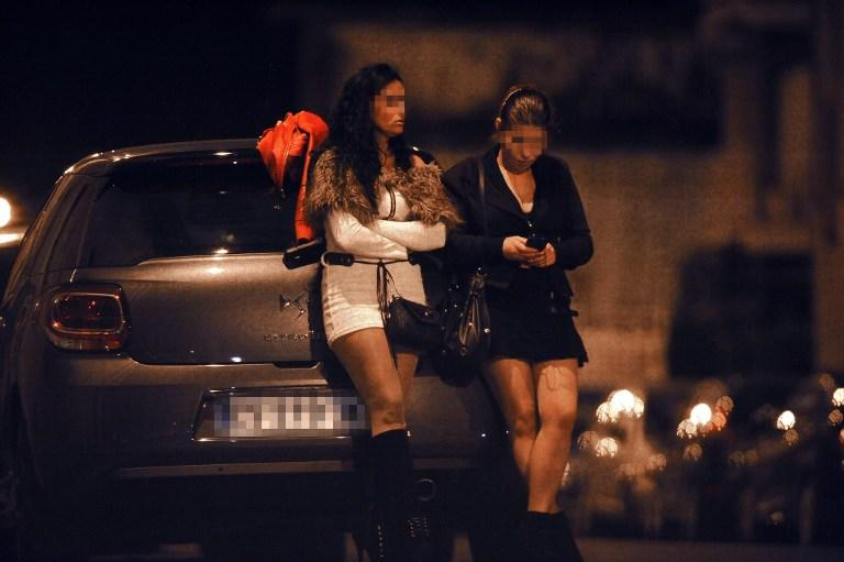 Клиентам французских проституток придётся платить дважды