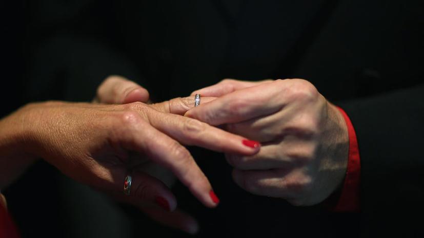 Американец за $10 продал обручальное кольцо жены,  которое сам же покупал за $23 тыс.