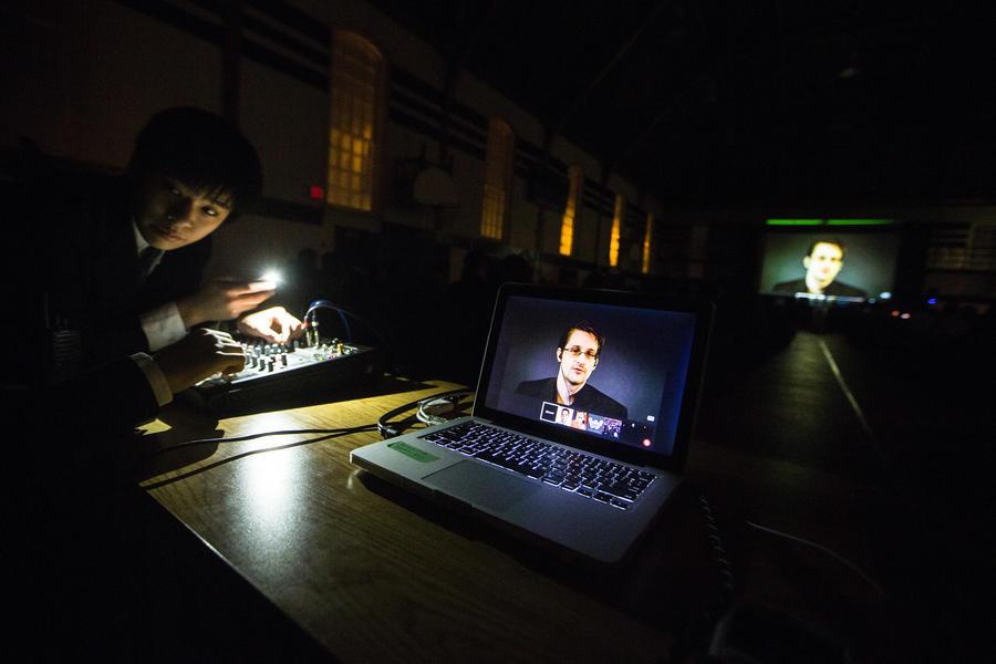 Почта, телефон, Telegram: Эдвард Сноуден и Павел Дуров поспорили о безопасности мессенджера