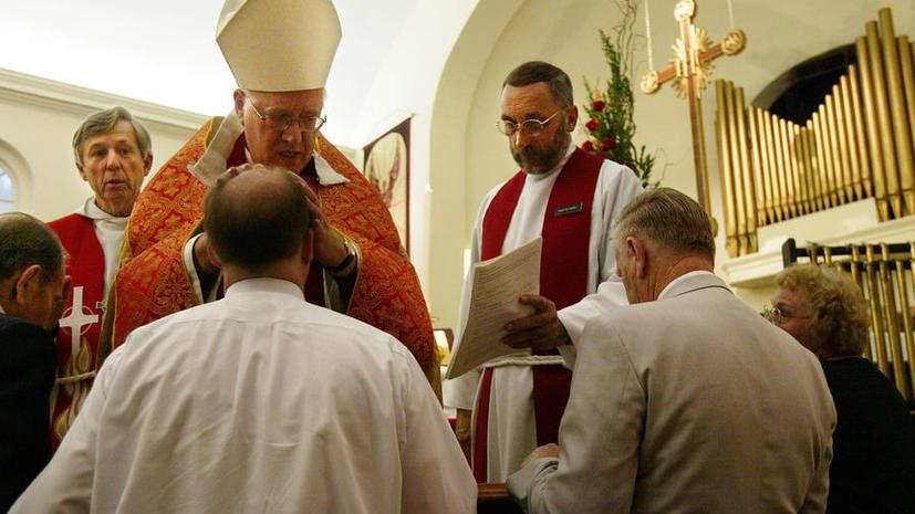 Бывший архиепископ Кентерберийский заявил о гонениях на христиан по всему миру