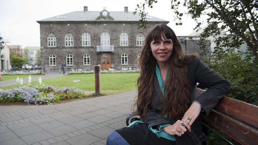 Исландский парламентарий поддержит Мэннинга, хотя в США ей грозит преследование