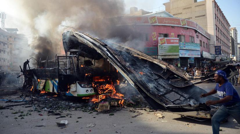 В Пакистане смертник подорвал автобус с паломниками: 19 жертв