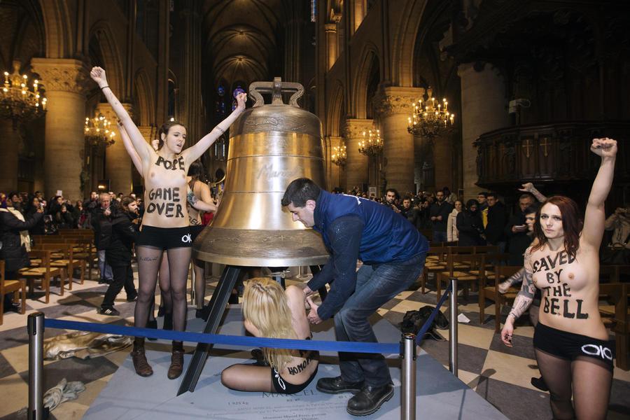 Активистки FEMEN могут попасть в тюрьму за акцию в соборе Нотр-Дам де Пари