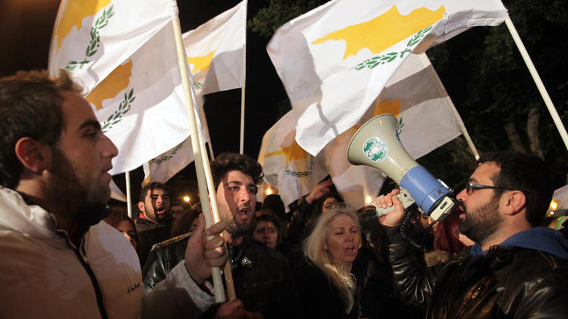 Спасенный от дефолта Кипр получит первый транш в мае