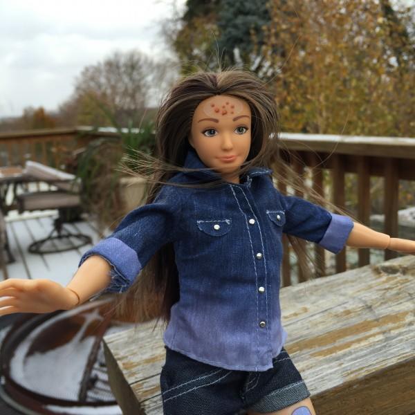 Барби нового поколения: создана кукла с реальными пропорциями, синяками и целлюлитом