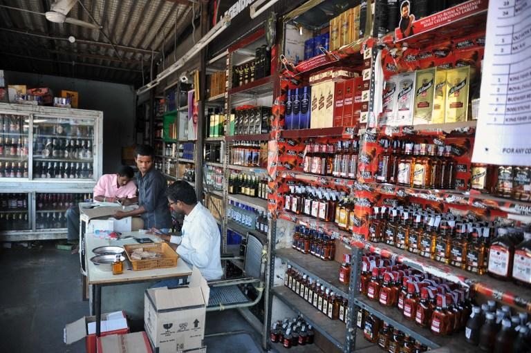 В Индии 37 человек стали жертвами контрафактного алкоголя