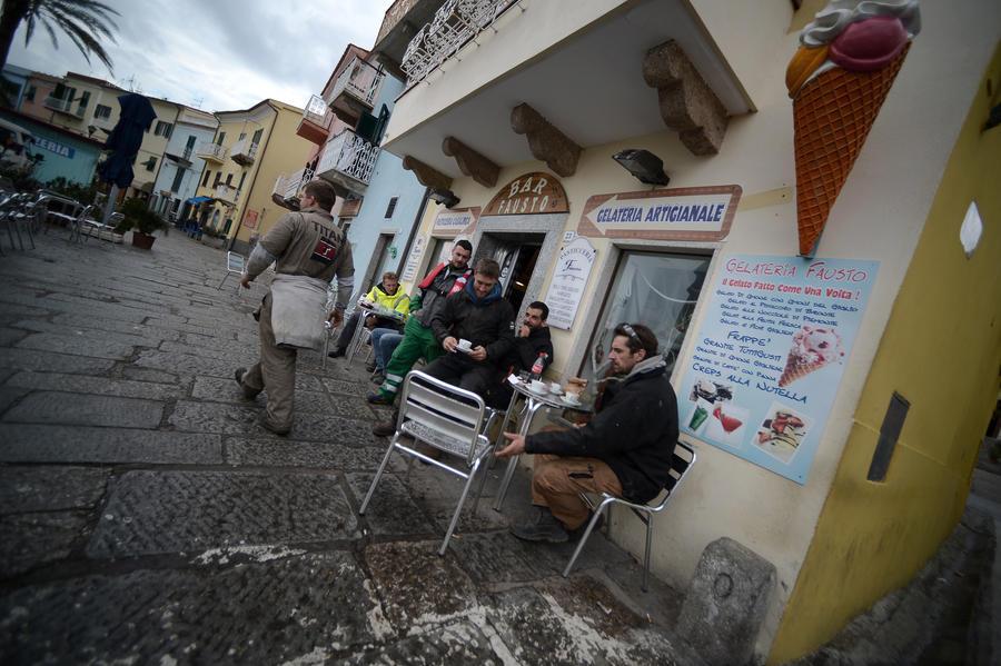 Итальянские официанты пообещали испортить туристам отпуска