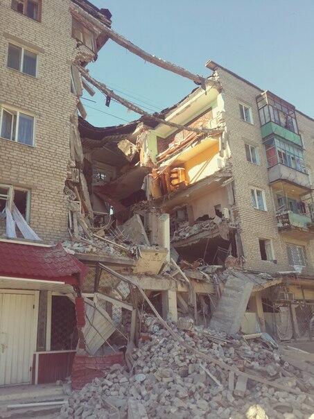 Пригород Славянска обстреливают ракетами, под руинами зданий могут оставаться люди